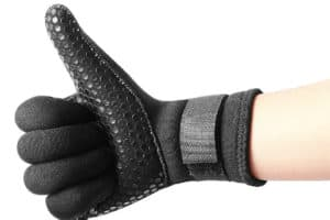 Read more about the article 8 Best Waterproof Sailing Gloves