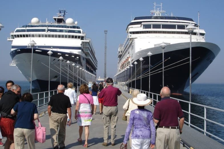 how many passengers can a cruise ship hold
