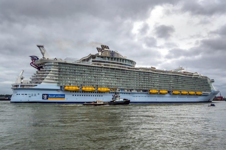 size of the titanic vs cruise ship