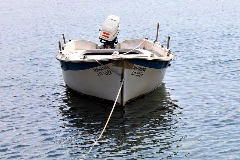 how do boats stay afloat