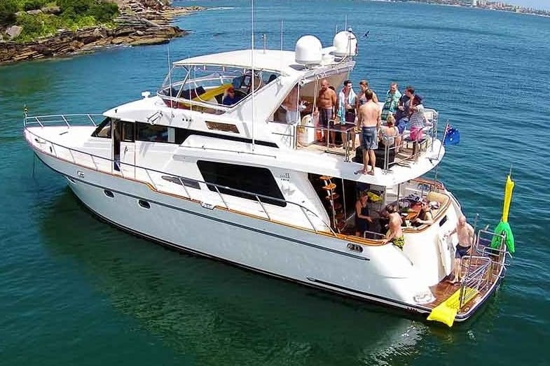 how much does it cost to rent a yacht for a party