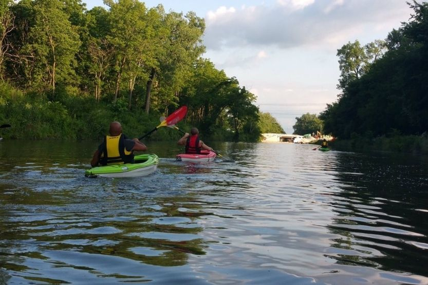 canoeing trips in illinois