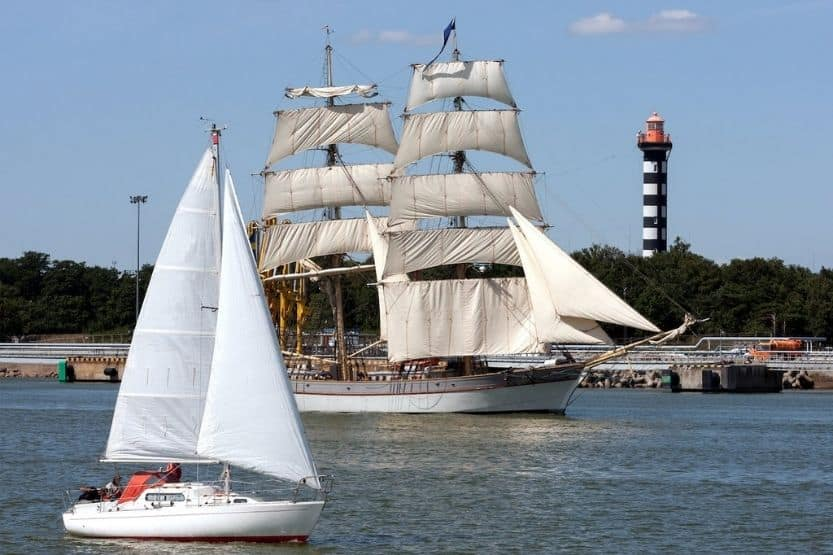 15 Types of Sailing Ships (Past and Present)
