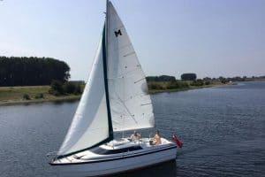 MacGregor 26 Sailboat Specs and Review
