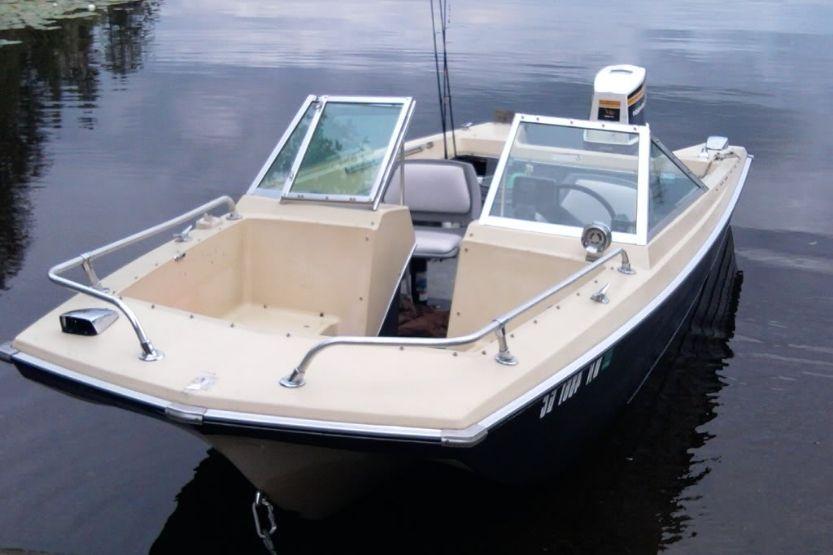 tri hull pontoon boat