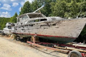 Read more about the article Boat Salvage Yards [Best 16 Yards in the U.S. and Canada]