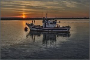 Read more about the article How Should You Pass a Fishing Boat?