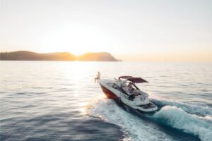 Read more about the article How to Drive a Boat for Beginners?
