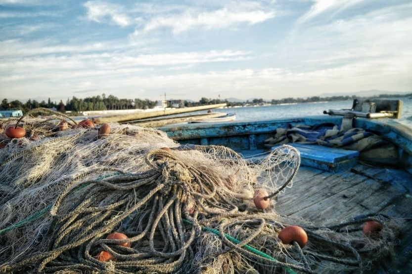 how to pass fishing boats