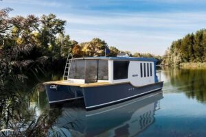 Read more about the article Trailerable Houseboats [What Are They? and Best Trailerable Houseboats]